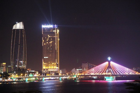 The Han River Bridge, one of Da Nang City's icons, glitters on New Year's Eve.