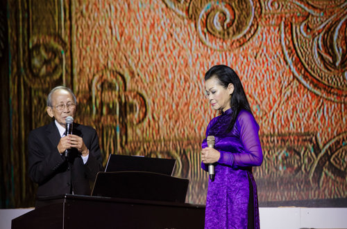 Khanh Ly to sing in southern Vietnam this month after royalty hassle