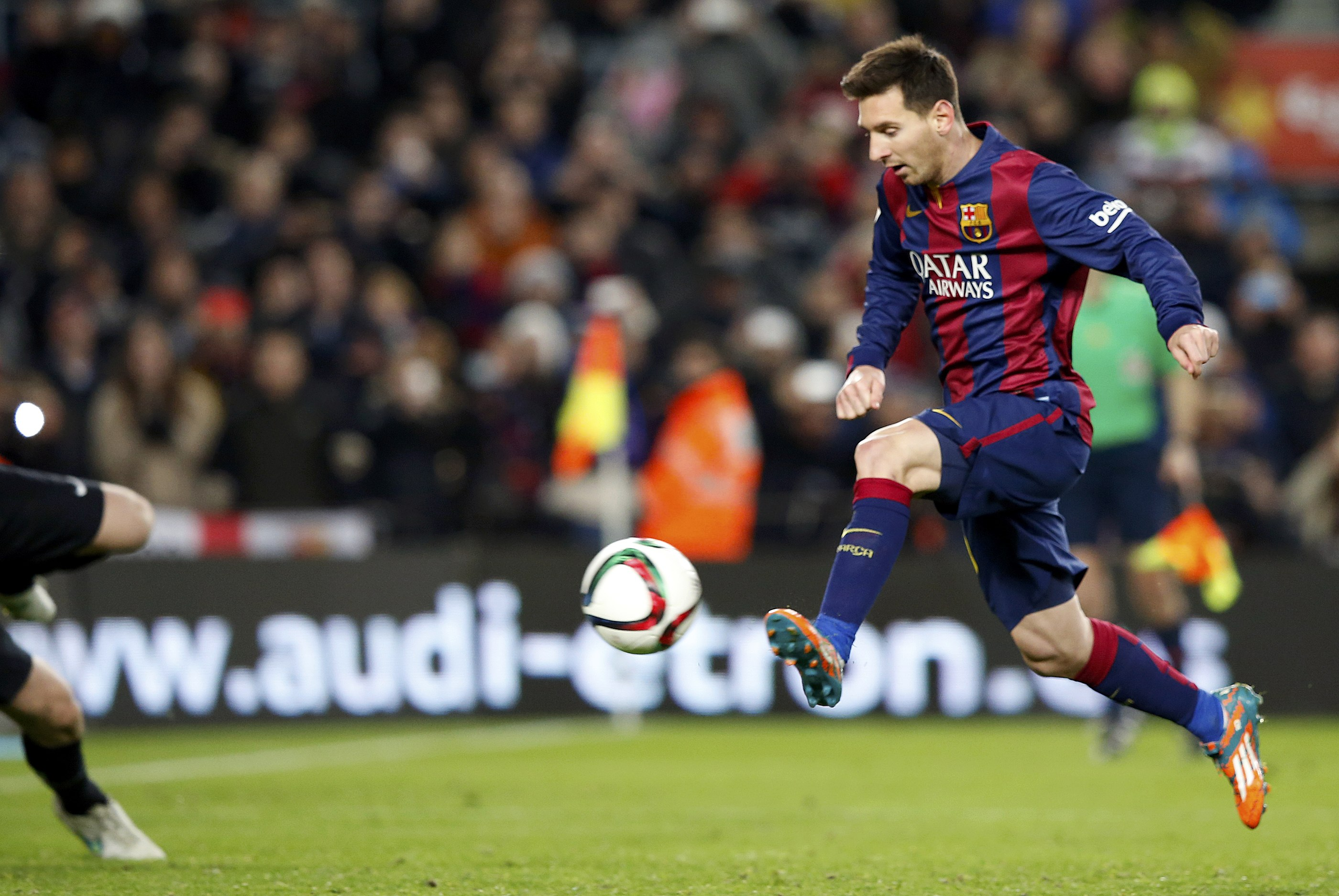Messi strikes to give Barca edge over Atletico