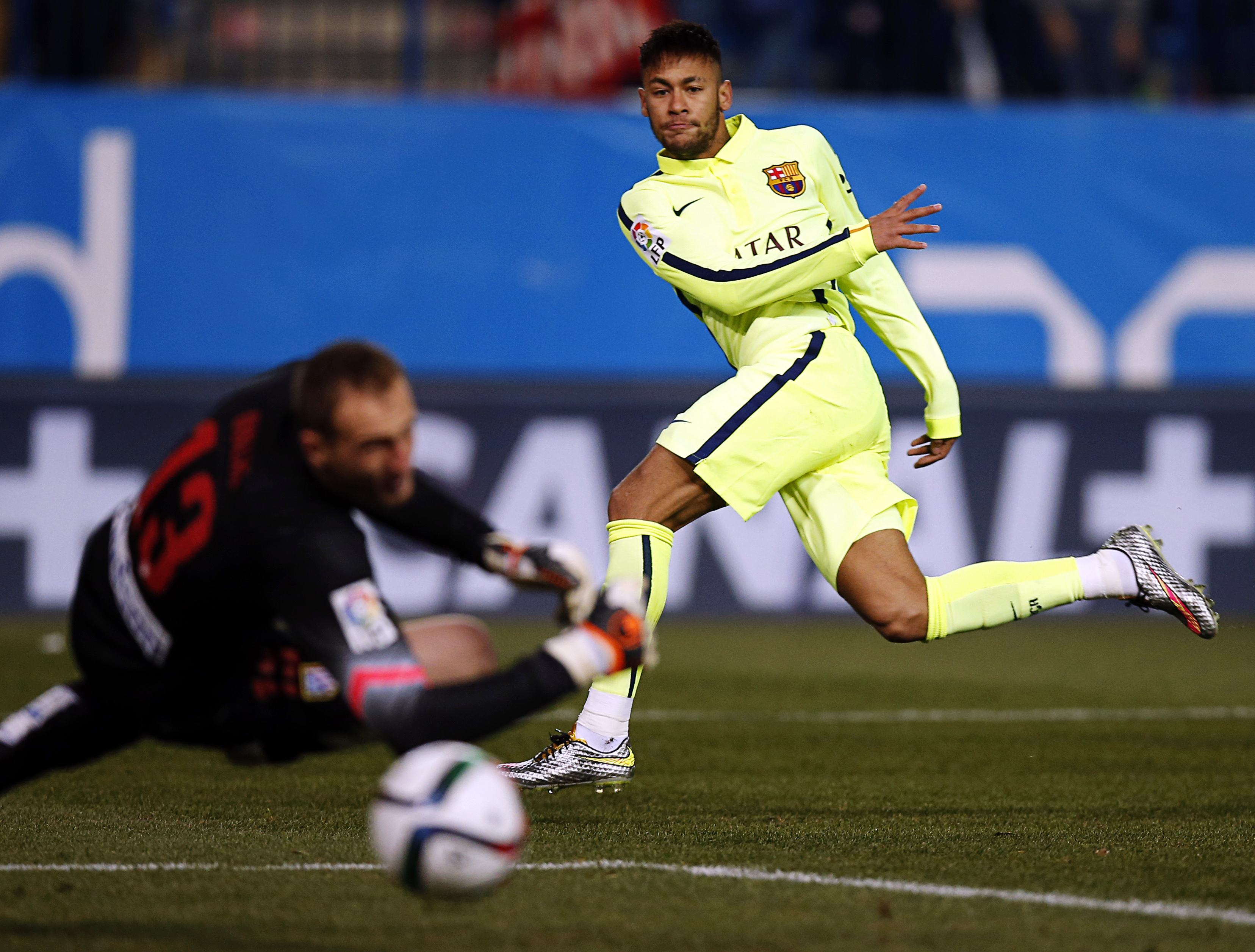 Neymar double sends Barca into semi-finals