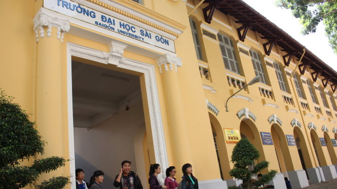 Professors discovered using unaccredited doctoral degrees in Vietnam