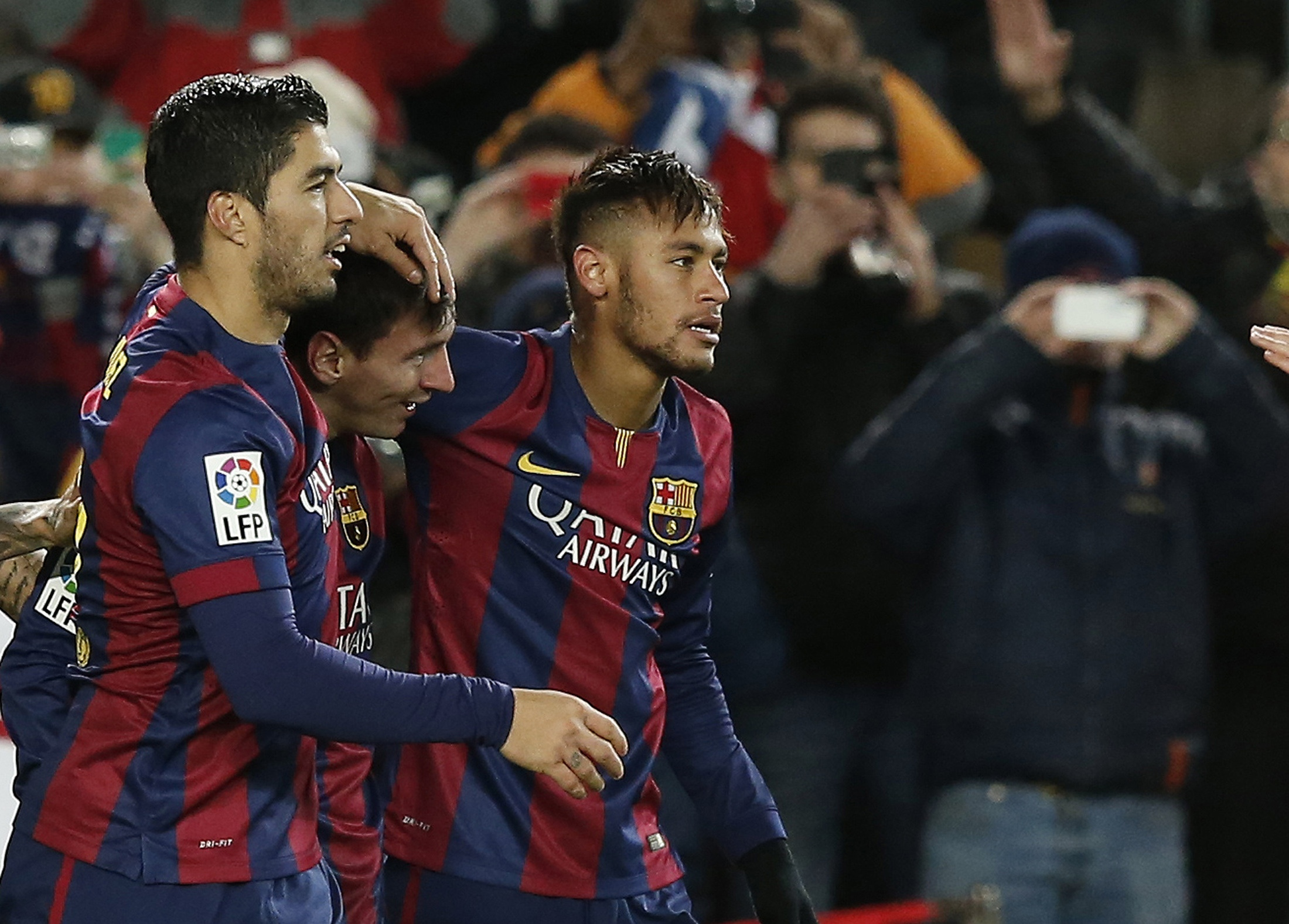 Messi hits winner as Barca keep up pressure