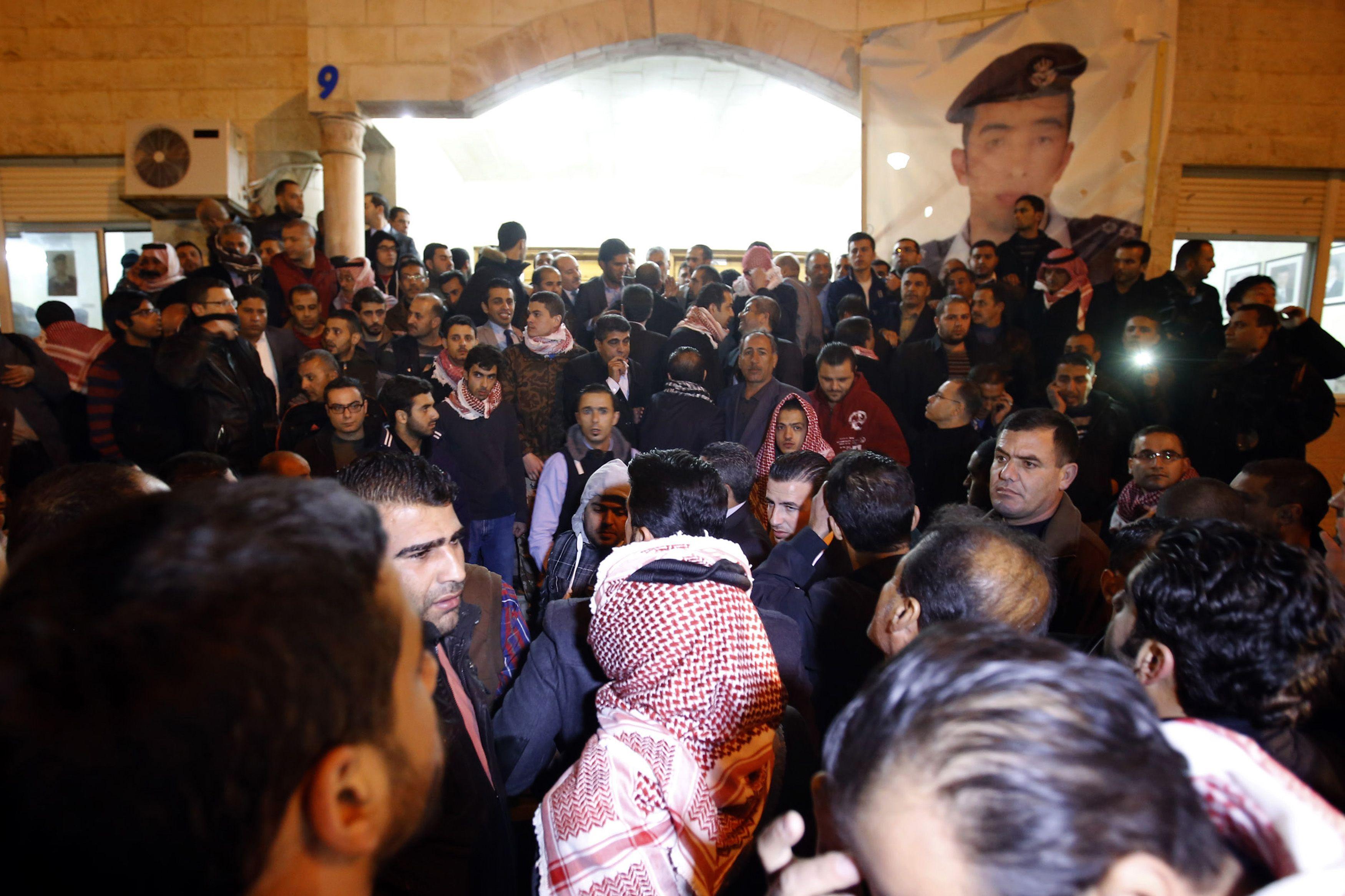 Islamic State shows burning of hostage, Jordan vows