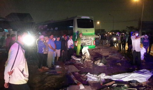10 killed, 9 injured in head-on bus crash in central Vietnam