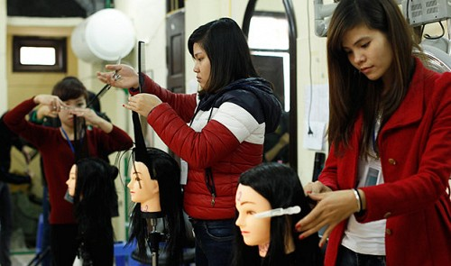 Disadvantaged youths receive free vocational training, job opportunities in Vietnam