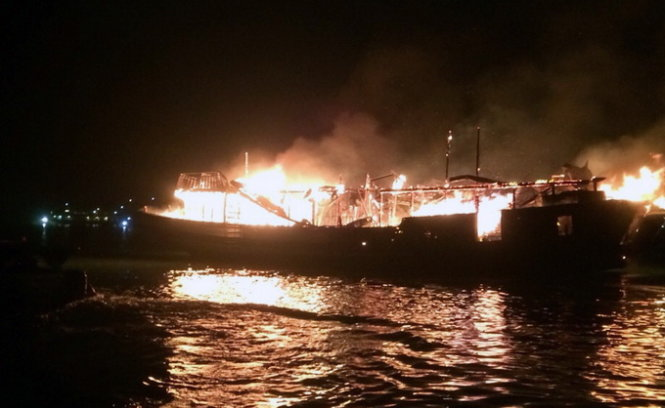 Vietnam province suspends ship service after fire in Ha Long Bay