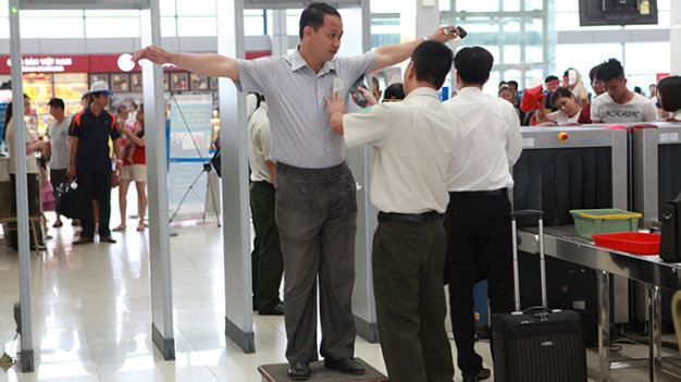 Vietnam's Deputy PM calls for more efforts to ensure air safety