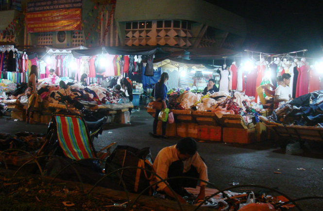 Night stalls at Ba Chieu Market in Binh Thanh District pictured at 1:00 am on February 12, 2015.
