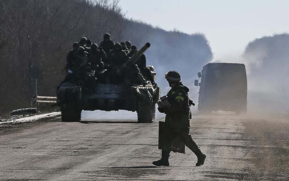 Ukrainian forces quit besieged town after rebel assault