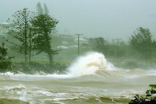 'Calamity' fears as massive Australian cyclone roars ashore
