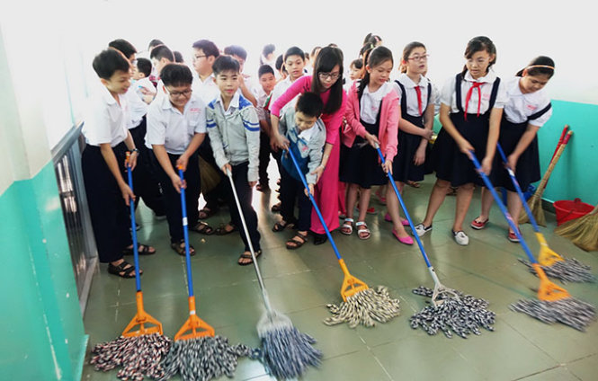 Vietnam elementary schools teach students housework to improve life skills