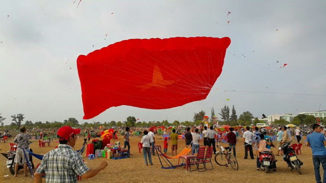 Boy falls to death after getting caught on huge kite in Vietnam