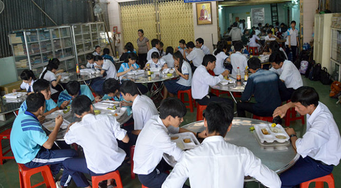 In Vietnam, teachers cook and serve free meals to underprivileged students