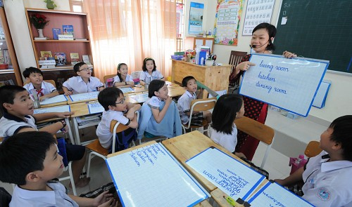 US Consulate General runs free English course for poor Vietnamese students