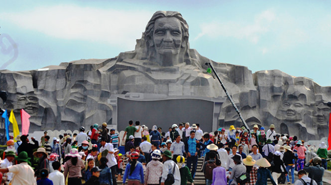 Largest monument to heroic mothers inaugurated in central Vietnam