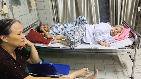 More Ho Chi Minh City hospitals pledge enough beds for new in-patients