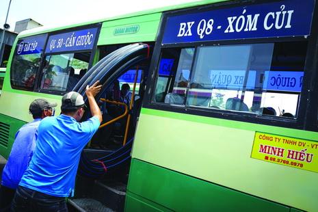 Shabby buses unwelcoming in Vietnam (photos)