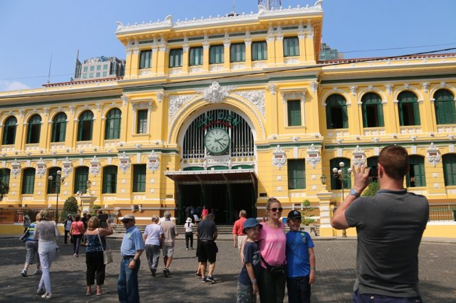 Saigon Central Post Office back to original paint