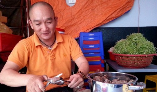 Authorities return rules sign to Saigon's coolest noodle stall in about-face