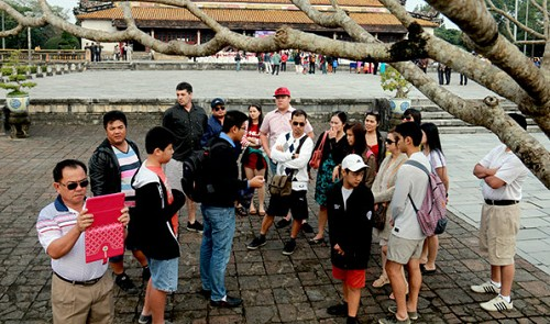 Vietnam suffers drop in tourist arrival number for 10th straight month