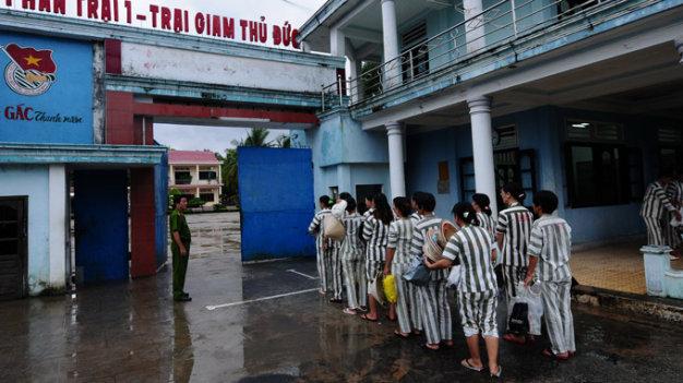 Vietnam lawmakers blast resolution with target on suicide in police custody