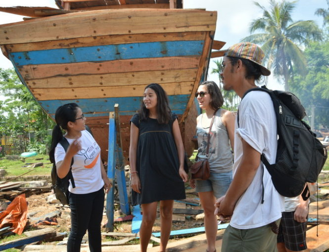 Vietnamese students offer free guidance to foreign tourists
