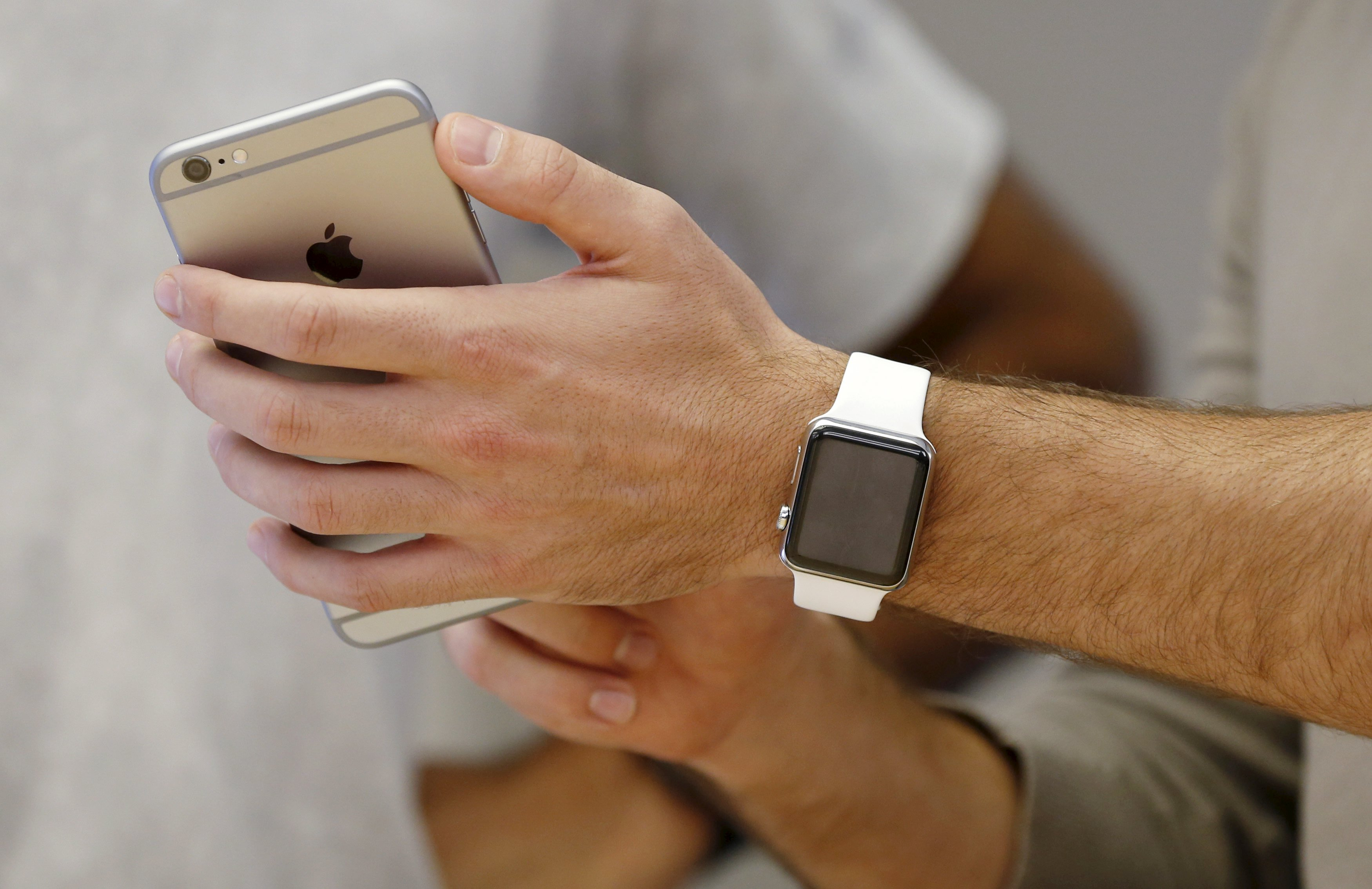 Apple Watch goes on sale worldwide amid supply shortage
