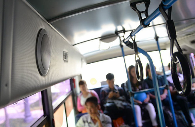 Passengers whine about noise pollution, foul language on buses in Vietnam