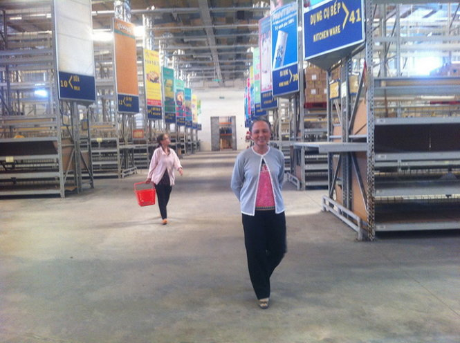 In Vietnam, duty-free supermarkets now become customer-free venues