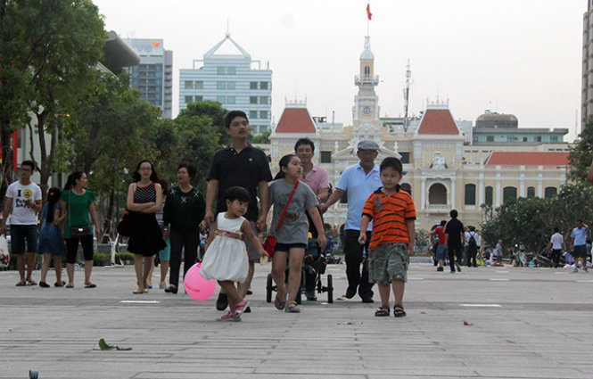 It's show time for Ho Chi Minh City's pedestrian street