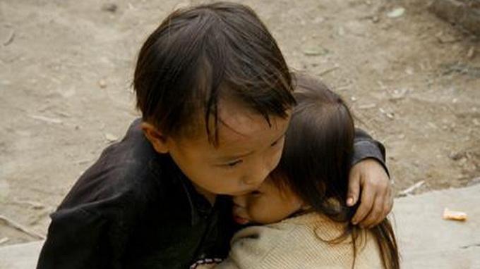 False caption turns viral photo of Vietnamese kids into Nepalese quake victims