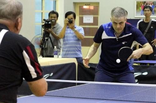Former world table tennis champion exhausts himself giving signatures to Vietnam fans