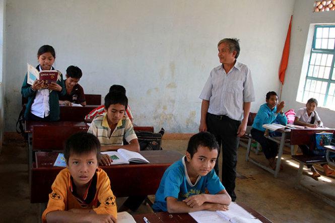 In Vietnam, teachers cross forest to work with minority children