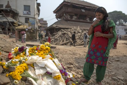 Hundreds of bodies may be buried in Nepal avalanche, official says