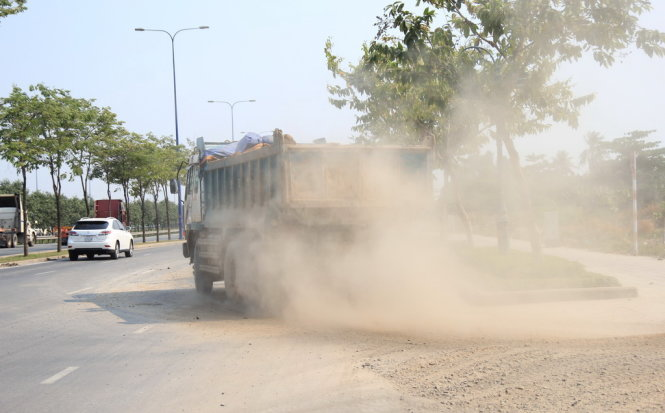 Beware of accident risks, dust pollution from trucks in Ho Chi Minh City