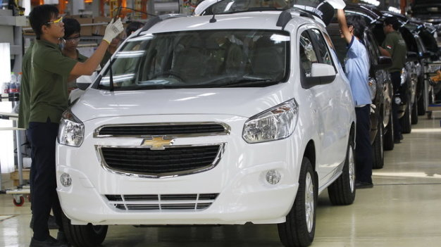 Vietnam spends $12mn daily importing cars: customs