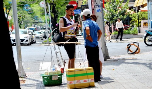 Ho Chi Minh City levies small fines on coconut scammers