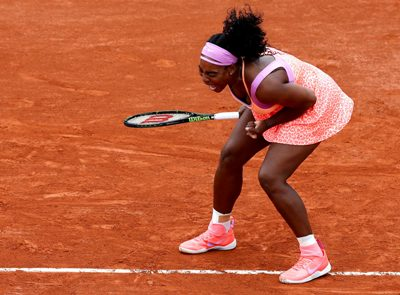 Serena Williams survives scare to reach French Open third round