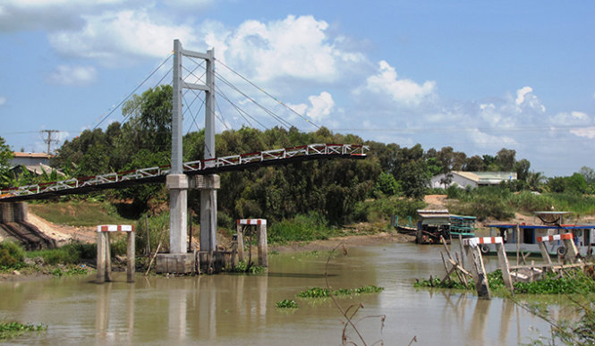 Bridge collapses 14 days after inauguration in southern Vietnam