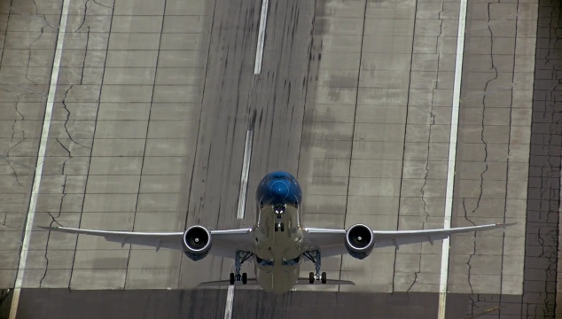 Vietnam Airlines Boeing 787-9 stuns world with eyepopping vertical takeoff