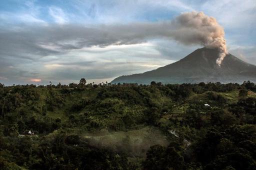 Over 1,200 evacuated in Indonesia volcano alert