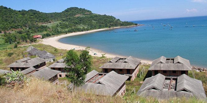 Unfinished resorts occupy beaches in Vietnam's Da Nang despite ultimatum