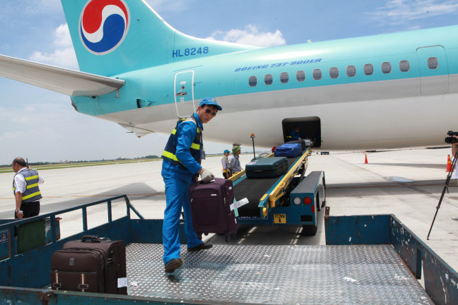 Vietnam minister tells aviation officials airport baggage theft is their shame