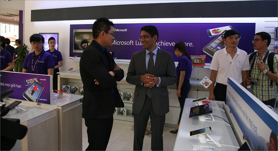 Microsoft opens first authorized reseller store in Vietnam