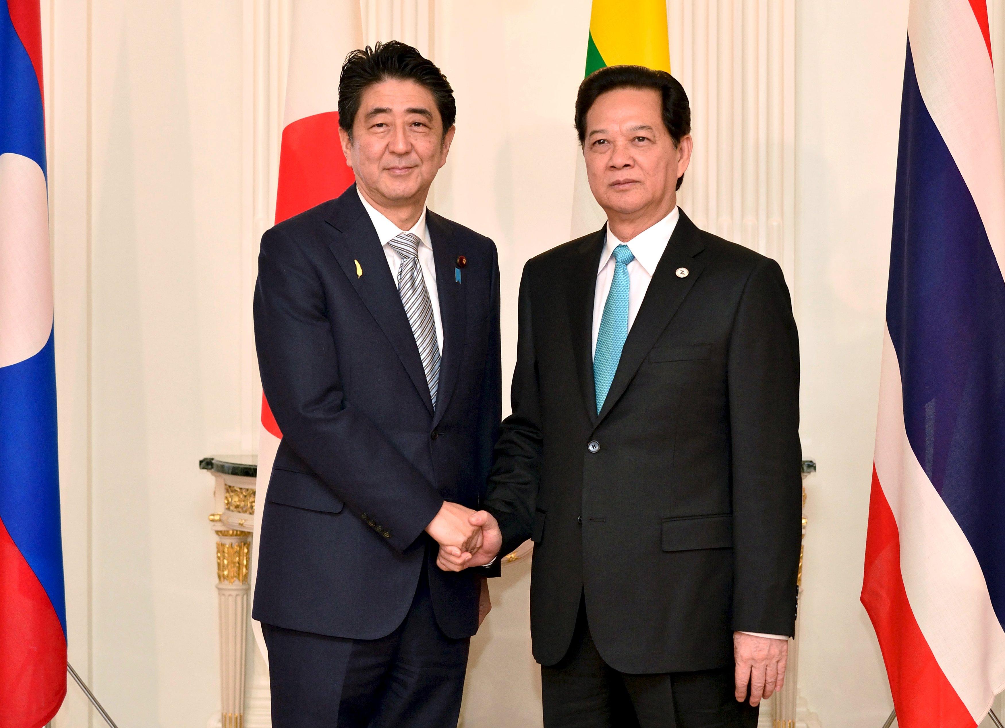 Japan pledges $6 bln to Mekong nations as China prepares new bank