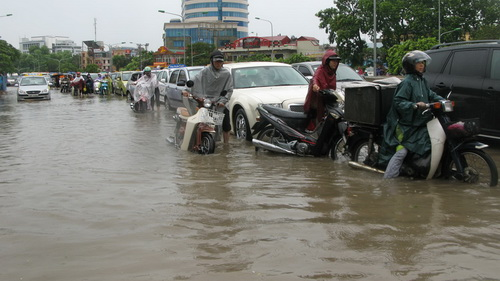 Heavy rain to hit northern Vietnam as river water rises in south