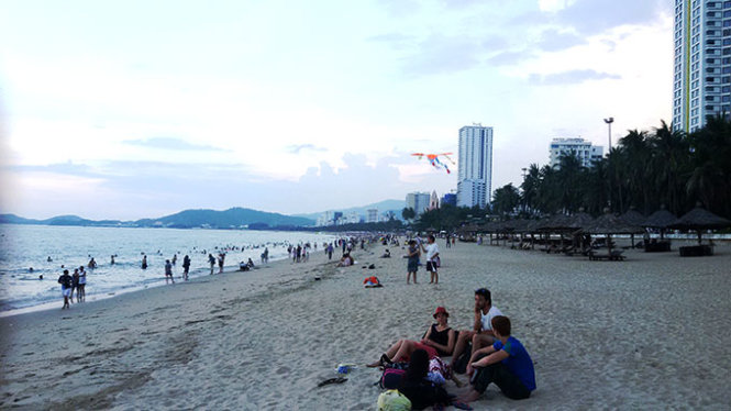 Vietnam's Nha Trang to have beach zoned for night swimming