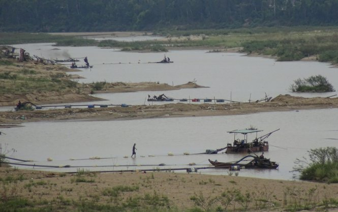 Over-mining river sand to build new highway in central Vietnam