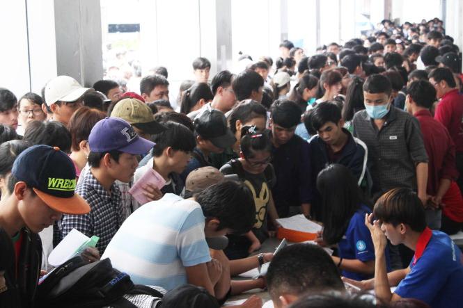 Vietnam changes university admission process; schools, students, parents in trouble