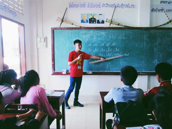 Teaching Vietnamese in Laos, students foster national friendship